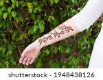 Temporary Henna Tattoo Modern...