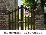 'vietato L'accesso' Road Sign...