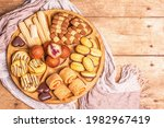 Assorted Various Cookies And...