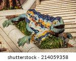 sculpture lizard in park guell...