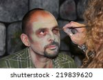Постер, плакат: Actors get make up to