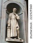 Постер, плакат: Niccolo Machiavelli statue in