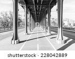 Pont De Bir Hakeim In Paris ...