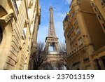 Housing In Paris Near Eiffel...