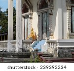 Photo Thai Temple With Golden...