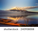 Постер, плакат: Mount Fuji reflected in