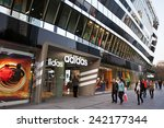 Постер, плакат: Shoppers are seen at