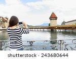 Постер, плакат: Tourist taking photograph picture