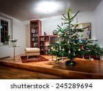 Richly Decorated Christmas Tre...