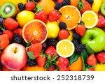 Fresh fruits background. juicy...