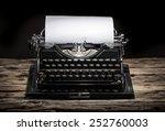 Old Vintage Typewriter  Close...