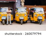 Постер, плакат: Indian auto rickshaws in