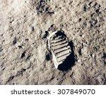 astronaut's boot print on lunar ...