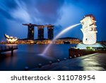 Merlion Fountain And Marina Ba...