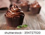 Chocolate Cupcakes With Mint O...