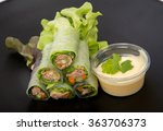 salad tuna roll in black dish