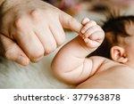 Newborn Baby Hand Holding Dad'...