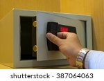 Hand Open Electronics Safe In...