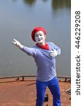 Small photo of emulation mime, heart, feelings
