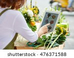 florist using interface of... | Shutterstock . vector #476371588