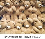 Gigantic Plush Bears On Displa...
