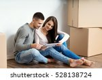 young couple moving in a new...   Shutterstock . vector #528138724