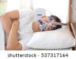 sleep apnea therapy man... | Shutterstock . vector #537317164