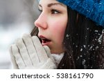 girl feels cold outside... | Shutterstock . vector #538161790