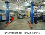 empty workshop with a lift in a ... | Shutterstock . vector #542645443