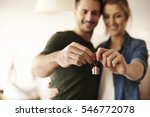 couple holding key ring to... | Shutterstock . vector #546772078