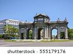 arch of triumph   gate of... | Shutterstock . vector #555179176