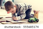 little kid drawing sketching... | Shutterstock . vector #555685174