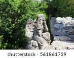 Angel Statue In A Cemetery ...
