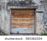 The Front Of A Closed Shop In ...