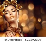 gold woman holiday makeup.... | Shutterstock . vector #622292309