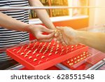 gold trader recommend products... | Shutterstock . vector #628551548