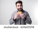 man holding a piece of...   Shutterstock . vector #635605298
