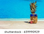 funny pineapple in sunglasses... | Shutterstock . vector #659990929