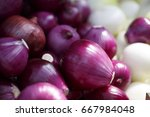 red onions on the market ...