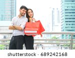 couple standing with shopping...   Shutterstock . vector #689242168