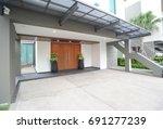 modern house exterior    Shutterstock . vector #691277239