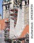 Stock photo baustelle einger stetes neues rathaus hannover deutschland 694336954