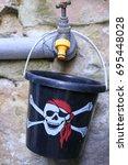Small photo of Skull and Crossbones Bucket
