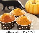 pumpkin muffin    Shutterstock . vector #711773923