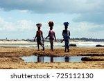 mozambique women carrying... | Shutterstock . vector #725112130