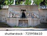 paris  france   april 18  2015  ... | Shutterstock . vector #725958610