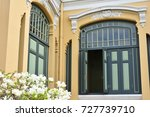 corner where windowed facades... | Shutterstock . vector #727739710