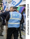 4th November 2017, London, United Kingdom:-Pro Israeli protester confronts a metropolitan police officer at a pro Palestine rally - stock photo