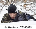 Постер, плакат: warrior with binoculars on