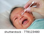 Close Up Mother Use Cotton Bud...